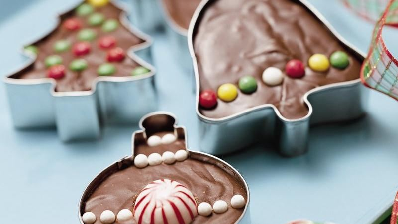 Fudge in Christmas Cookie Cutters | The Everyday Home | www.everydayhomeblog.com