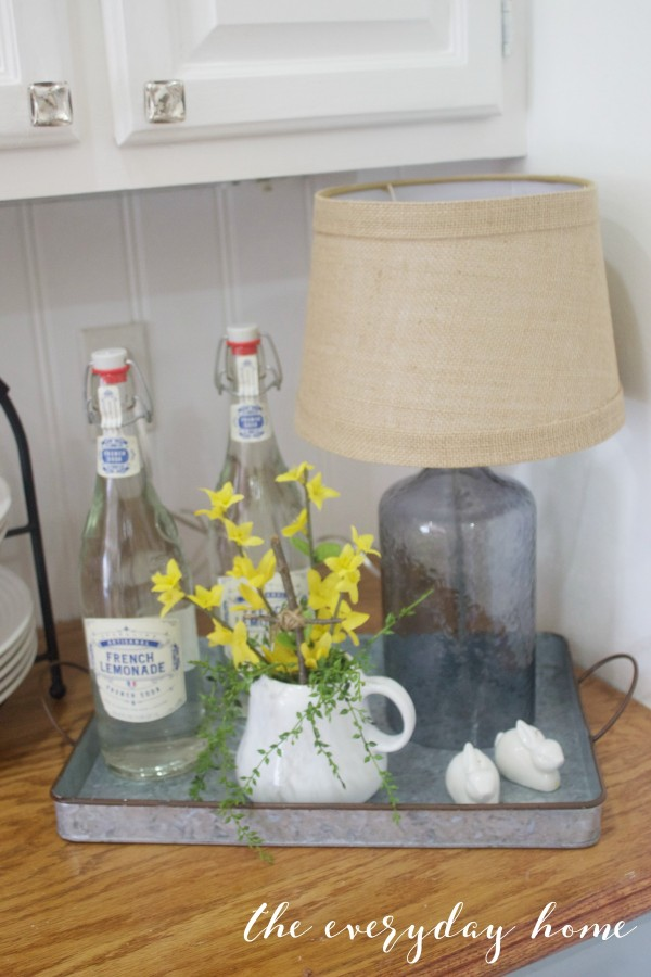 Spring-Home-Tour-Metal-Tray-and-Lamp-The-Everyday-Home