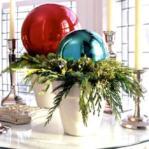 Jingle balls jingle balls the everyday home - Adornos de navidad grandes ...