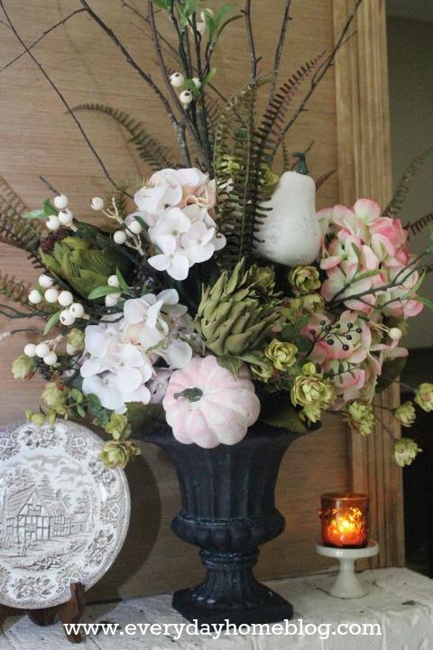 50+ Sensational Fall Centerpieces by The Everyday Home | www.everydayhomeblog.com