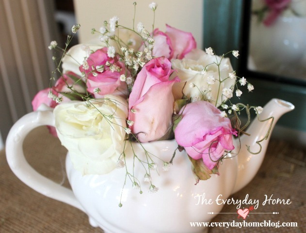 Sweetheart Roses in a Vintage Teapot | The Everyday Home | www.everydayhomeblog.com