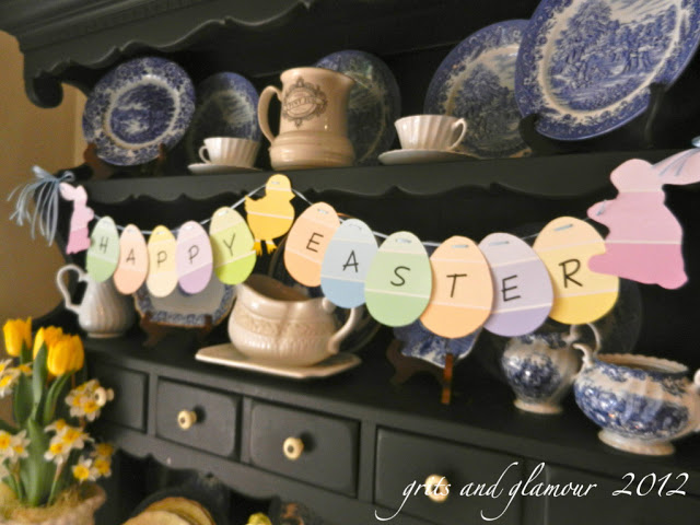 Paint Chip Easter Banner by The Everyday Home #crafts #Eastercrafts #banner