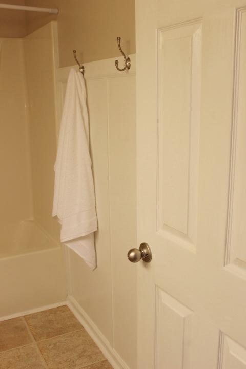Guest-Bathroom-Update-Wall