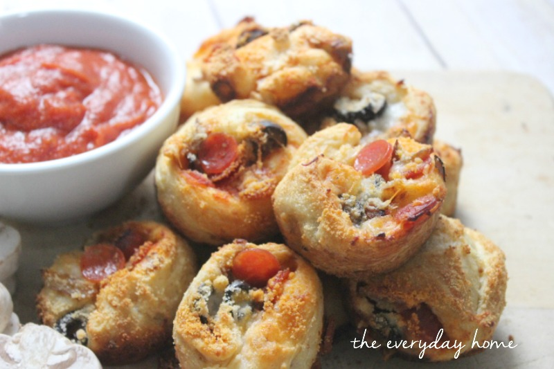 Pepperoni Pizza Popovers by The Everyday Home  #backtoschool #pizza #Pillsbury #easy #recipe #theeverydayhome