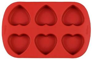 Heart-shaped, Lavender-Infused Goats Milk Soap by The Everyday Home #craft #handmade #DIY #Valentine #soap