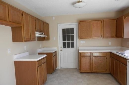 137 Parnell Rd - Kitchen Before