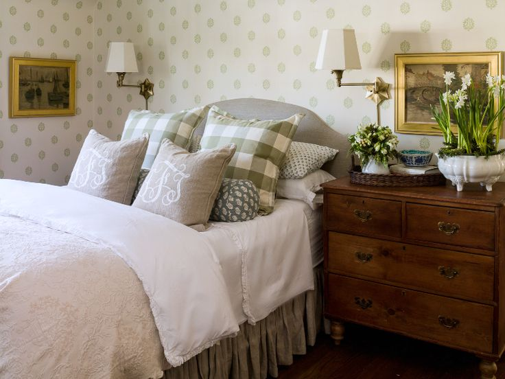 "10-Ways to ""Hotel-ify"" Your Guest Bedroom by The Everyday Home / www.everydayhomeblog.com #10Waysto..."