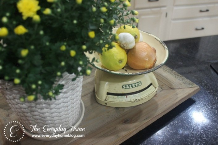10-Easy Tips for Adding Farmhouse Style to Your Home at The Everyday Home / www.everydayhomeblog.com