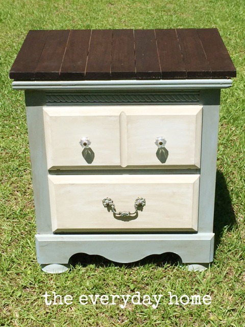 How-to-Make-a-Farmhouse-Side-Table-by-The-Everyday-Home-www.everydayhomeblog.com_