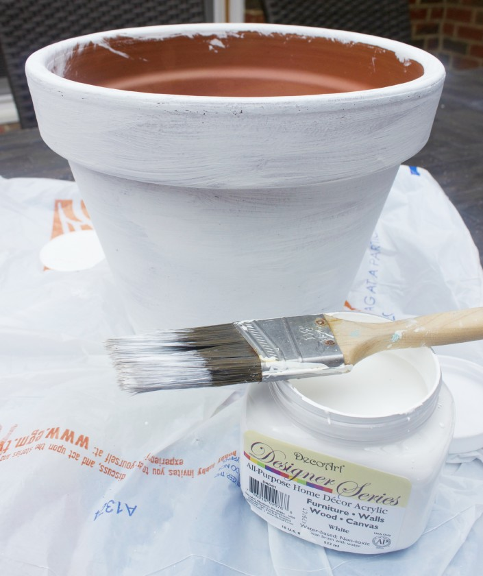 How to Paint a Terra Cotta Pot by The Everyday Home  www.everydayhomeblog.com