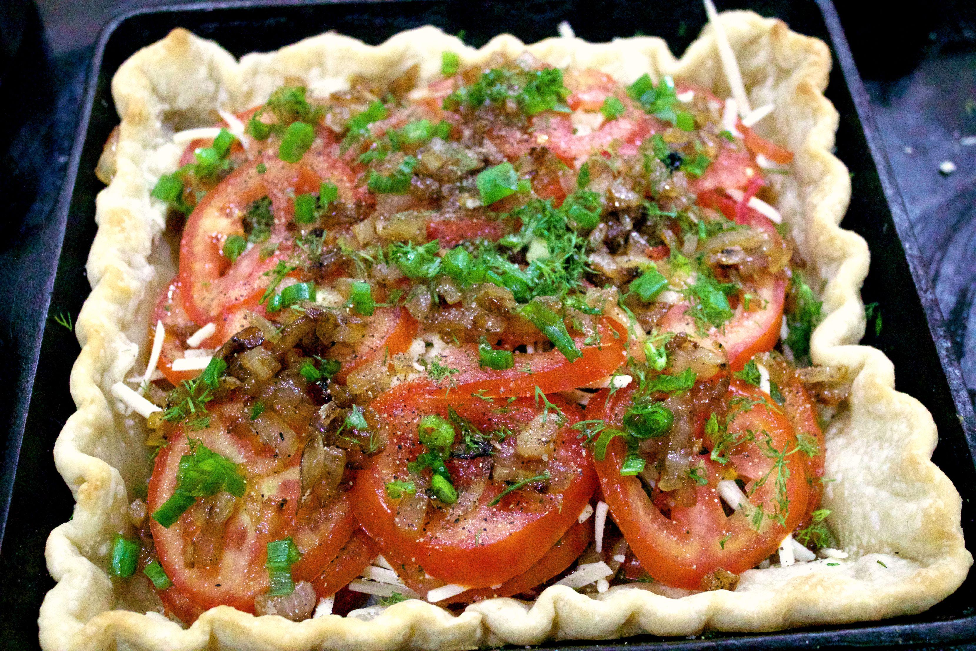 Layers of a Tomato Pie    The Everyday Home    www.everydayhomeblog.com