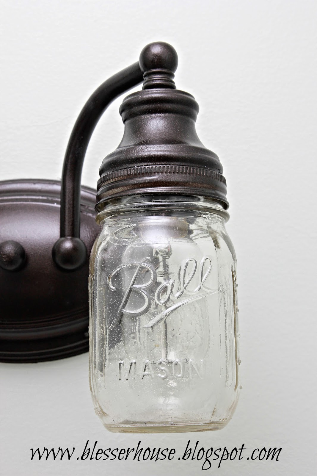 mason-jar-vanity-light10
