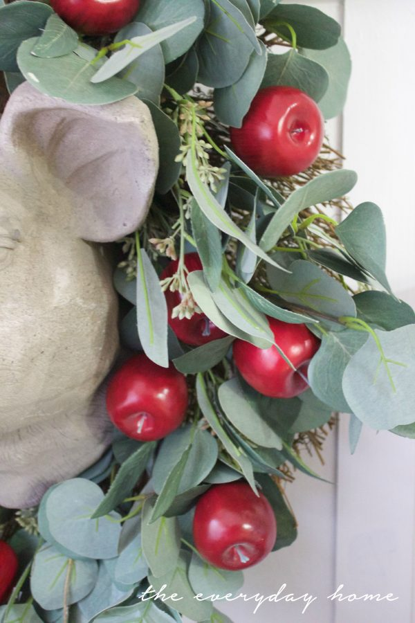 Adding Apples to a Plain Wreath | The Everyday Home | www.everydayhomeblog.com