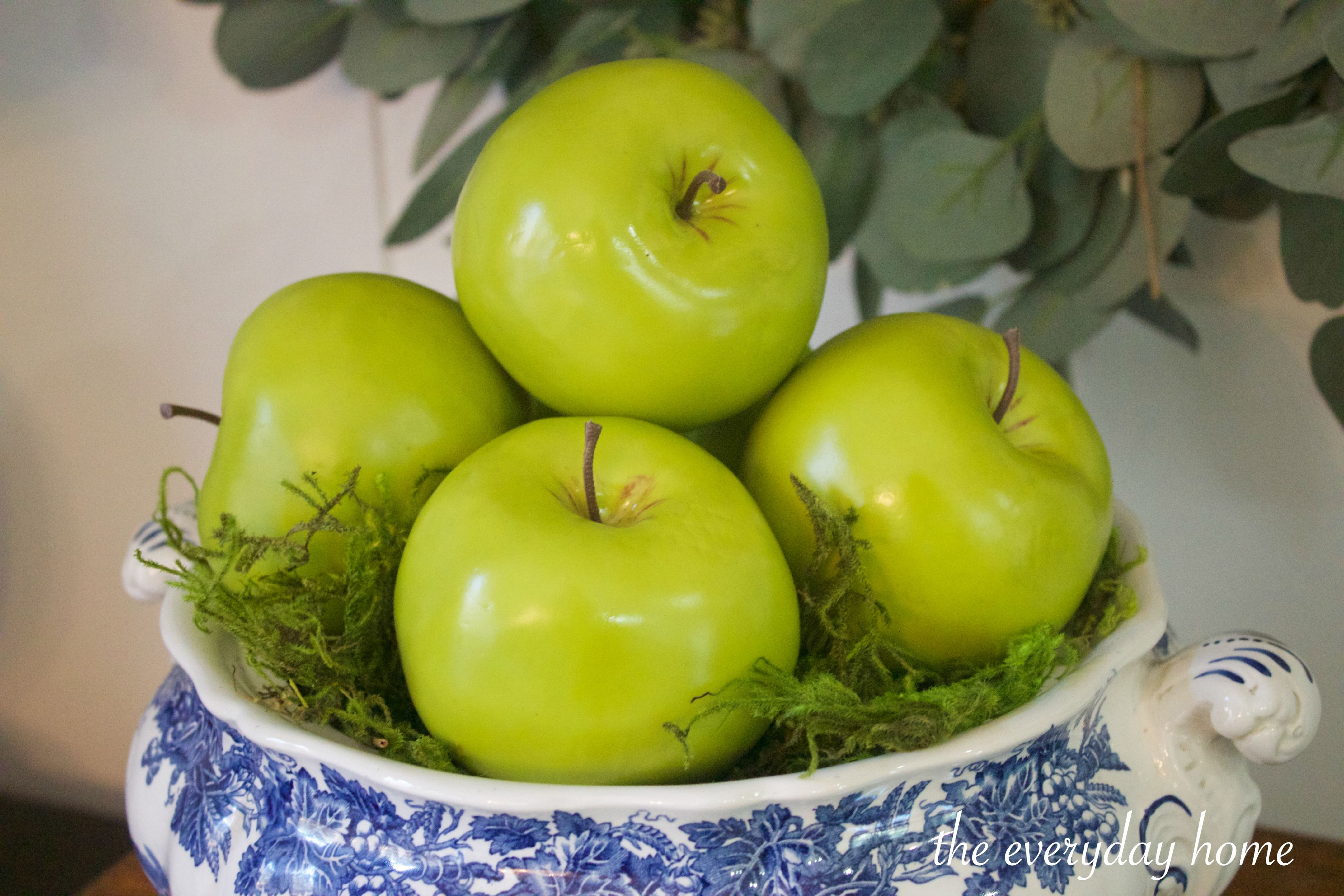 Green Apples in English Blue Bowl | The Everyday Home | www.everydayhomeblog.com