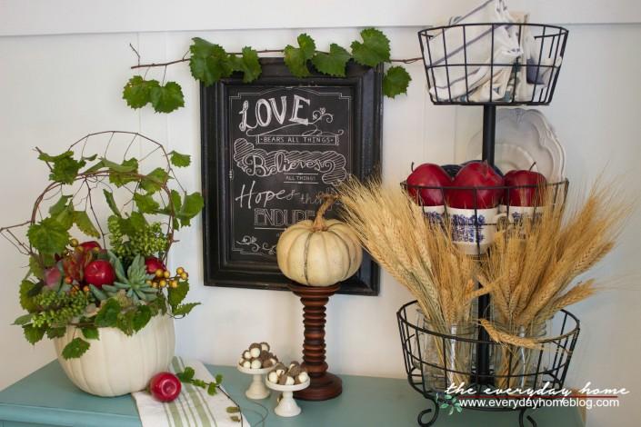 A Fall Vignette and Pumpkin Planter | The Everyday Home | www.everydayhomeblog.com