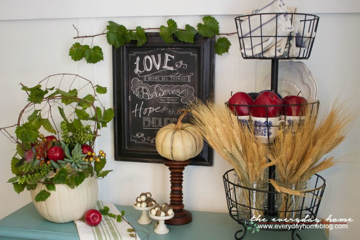 A Fall Vignette and Pumpkin Planter | The Everyday Home | www.everydayhomeblog.com