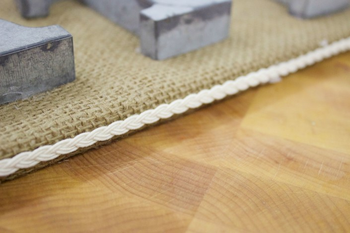 DIY Burlap Gather Sign| The Everyday Home | www.everydayhomeblog.com