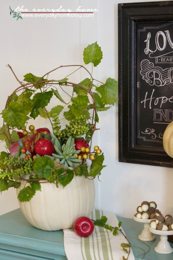 Creating a Fall Pumpkin Planter | The Everyday Home | www.everydayhomeblog.com