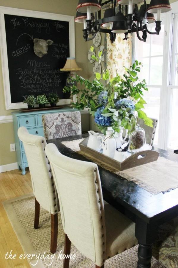 Farmhouse Style Breakfast Room | The Everyday Home | www.everydayhomeblog.com