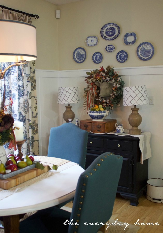 Breakfast Room Dressed for Fall | Fall Home Tour | The Everyday Home | www.everydayhomeblog.com