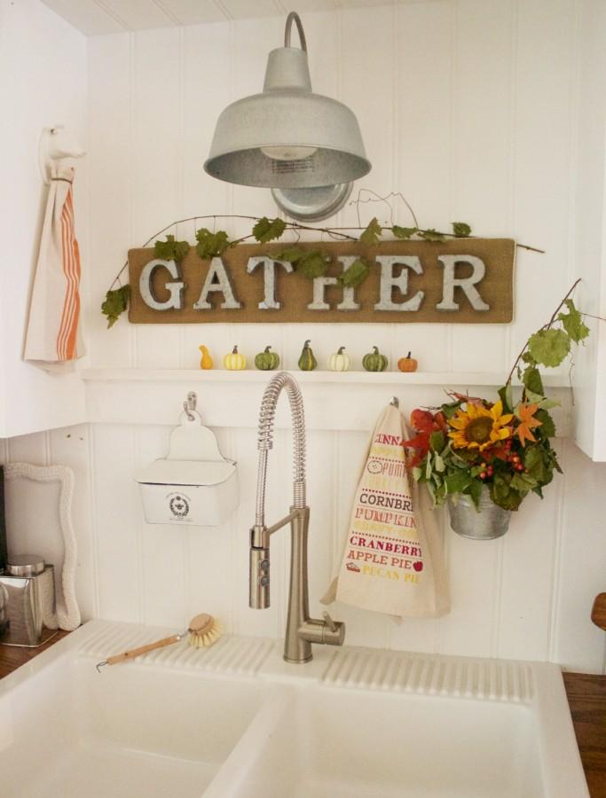 Burlap Gather Sign | The Everyday Home | www.everydayhomeblog.com