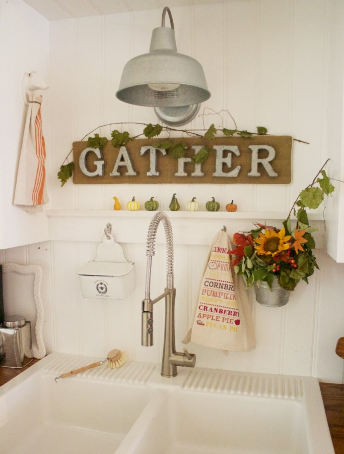 Burlap Gather Sign | The Everyday Home | www.everydayhomeblog.com