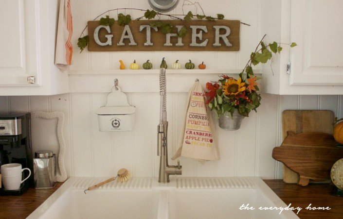 DIY Burlap Gather Sign| The Everyday Home Blog | www.everydayhomeblog.com