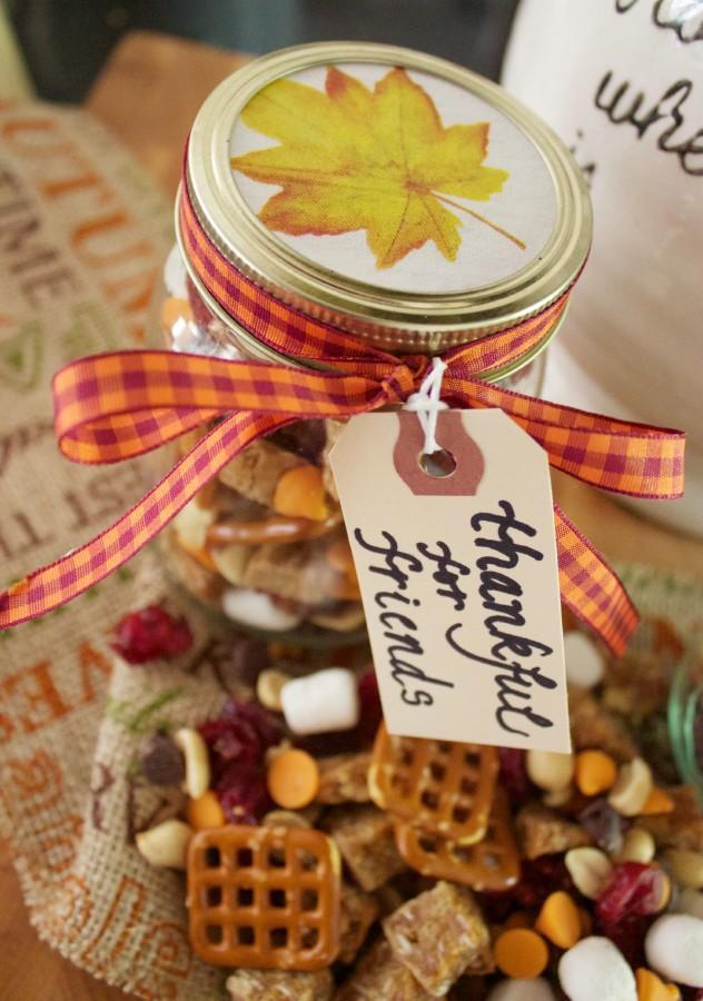 Fall Trail Mix Gift Jar | The Everyday Home | www.everydayhomeblog.com