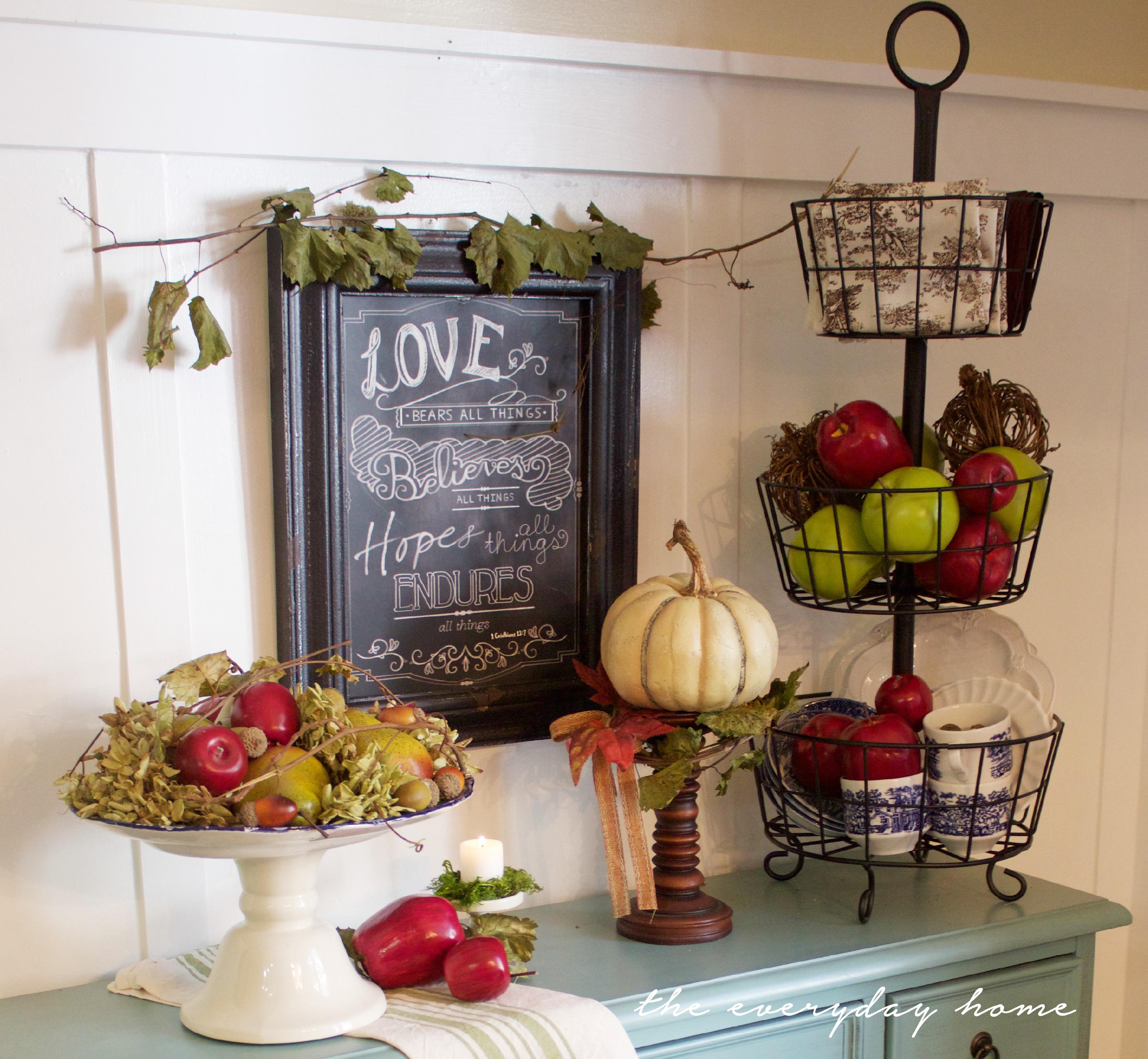 Farmhouse Breakfast Room Vignette | The Everyday Home | www.everydayhomeblog.com