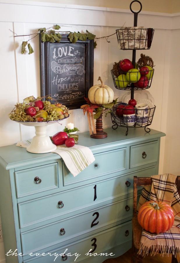Farmhouse Harvest Platter Breakfast Room | The Everyday Home | www.everydayhomeblog.com