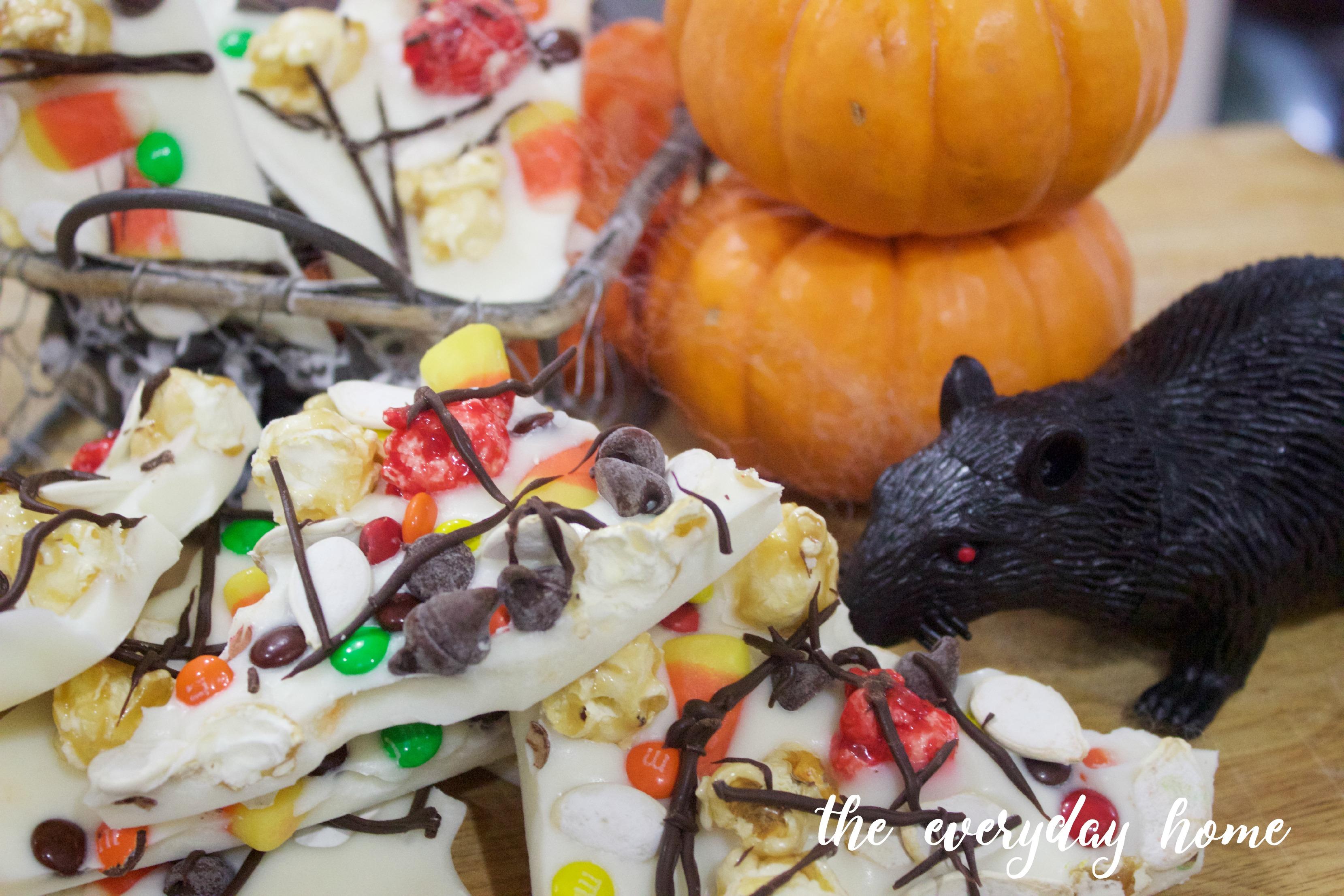 Halloween Candy Bark Recipe | The Everyday Home | www.everydayhomeblog.com