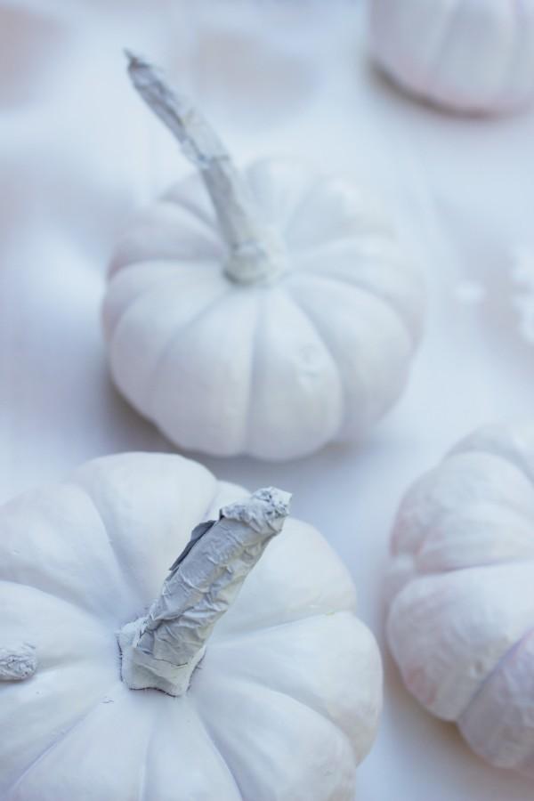 Spray Painted White Pumpkins | The Everyday Home | www.evevrydayhomeblog.com