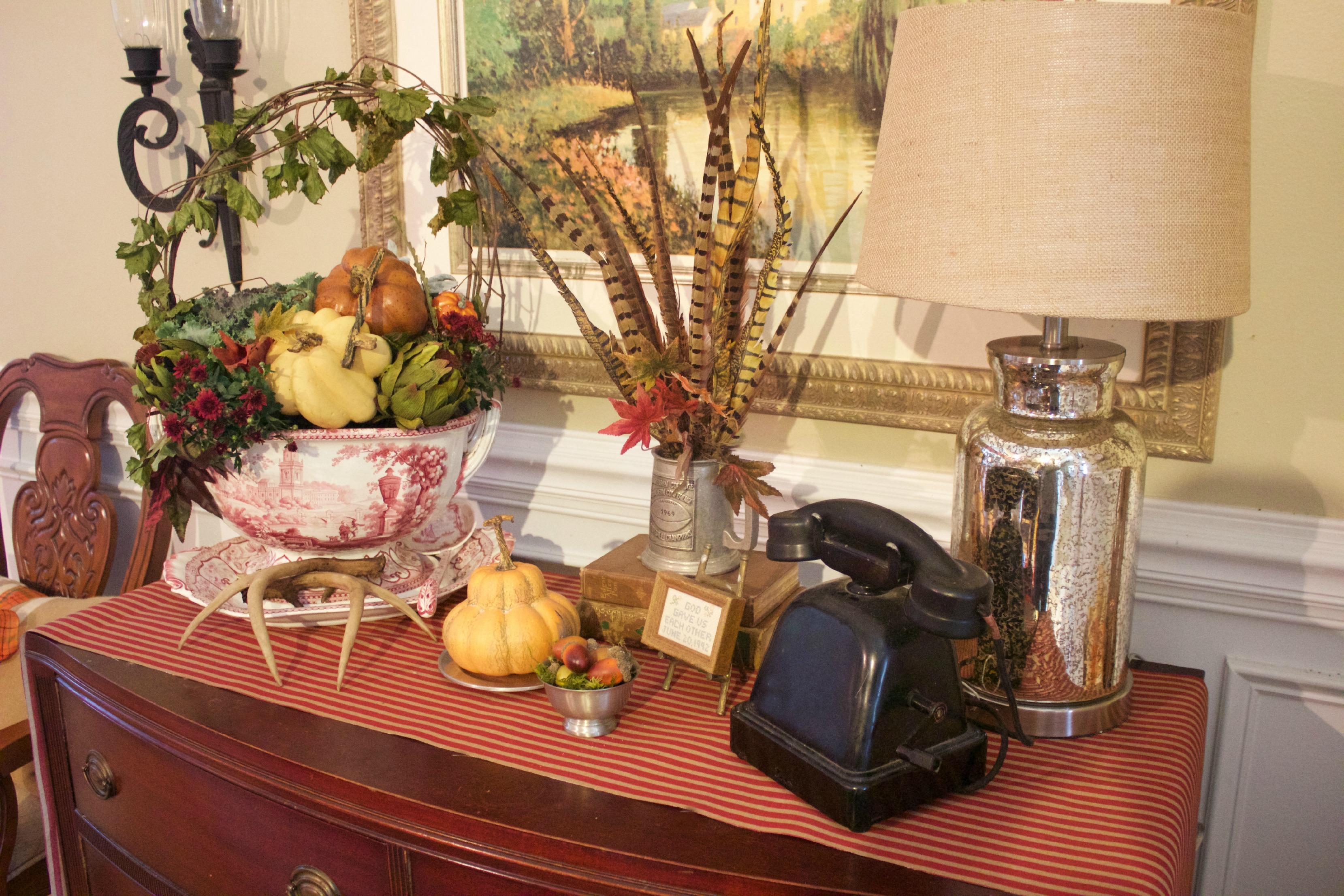 Traditional Fall Sideboard | The Everyday Home | www.everydayhomeblog.com