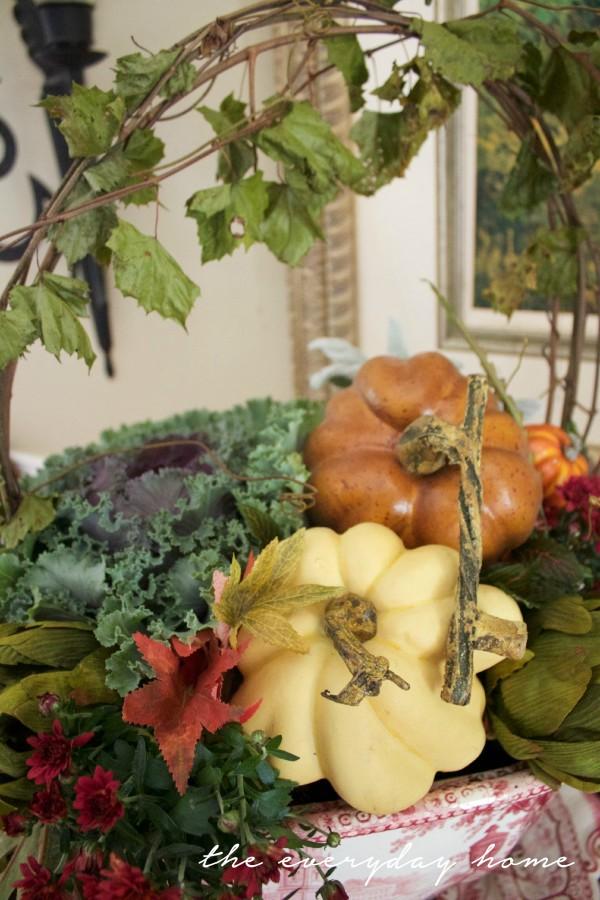 Traditional Fall Vignette | The Everyday Home Blog | www.everydayhomeblog.com