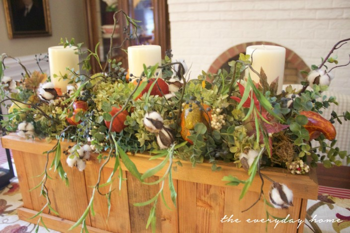 Wooden Box Fall Arrangement | Fall Tour | The Everyday Home | www.everydayhomeblog.com