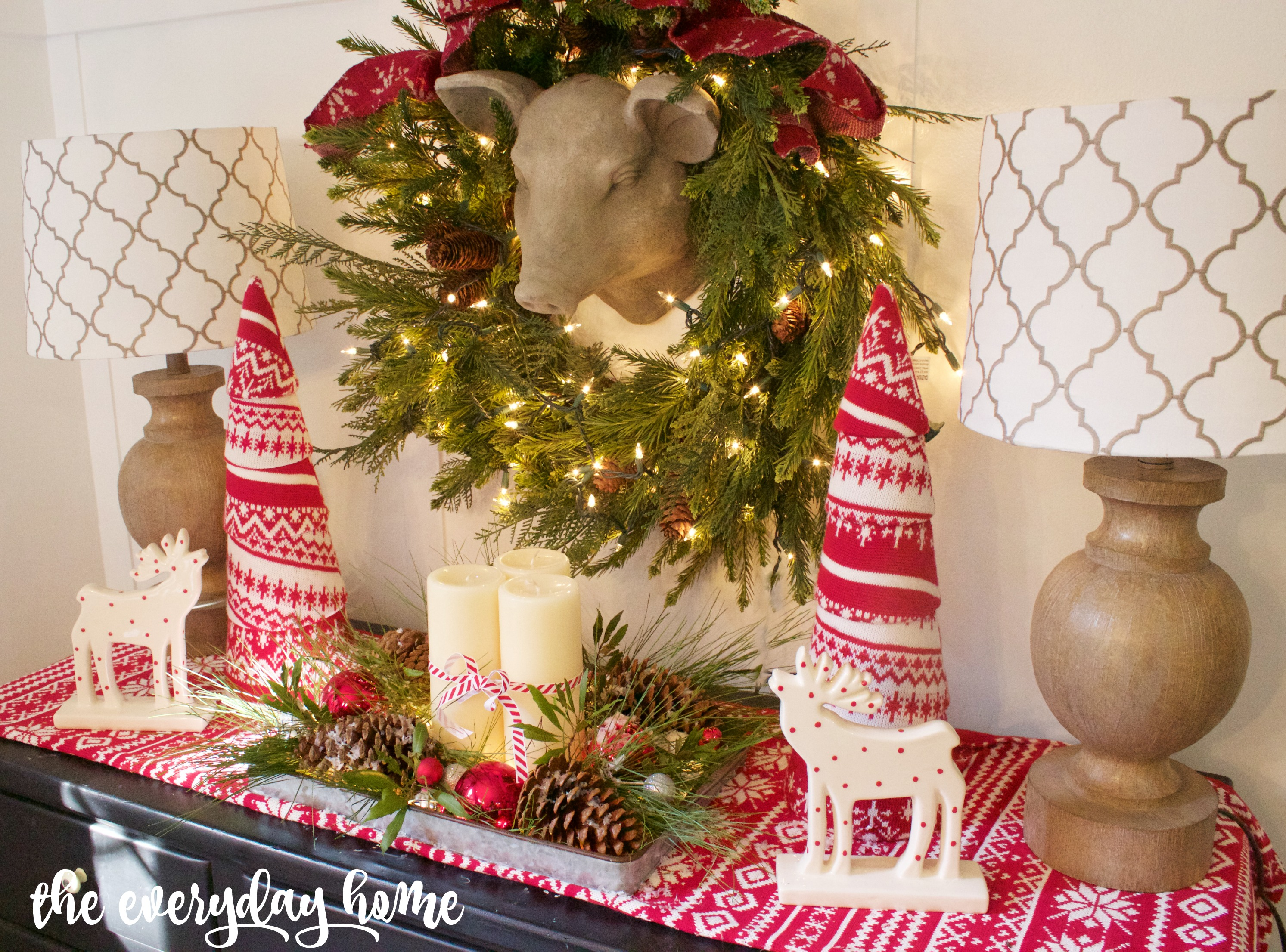 Breakfast Room Christmas Vignette | The Everyday Home | www.everydayhomeblog.com