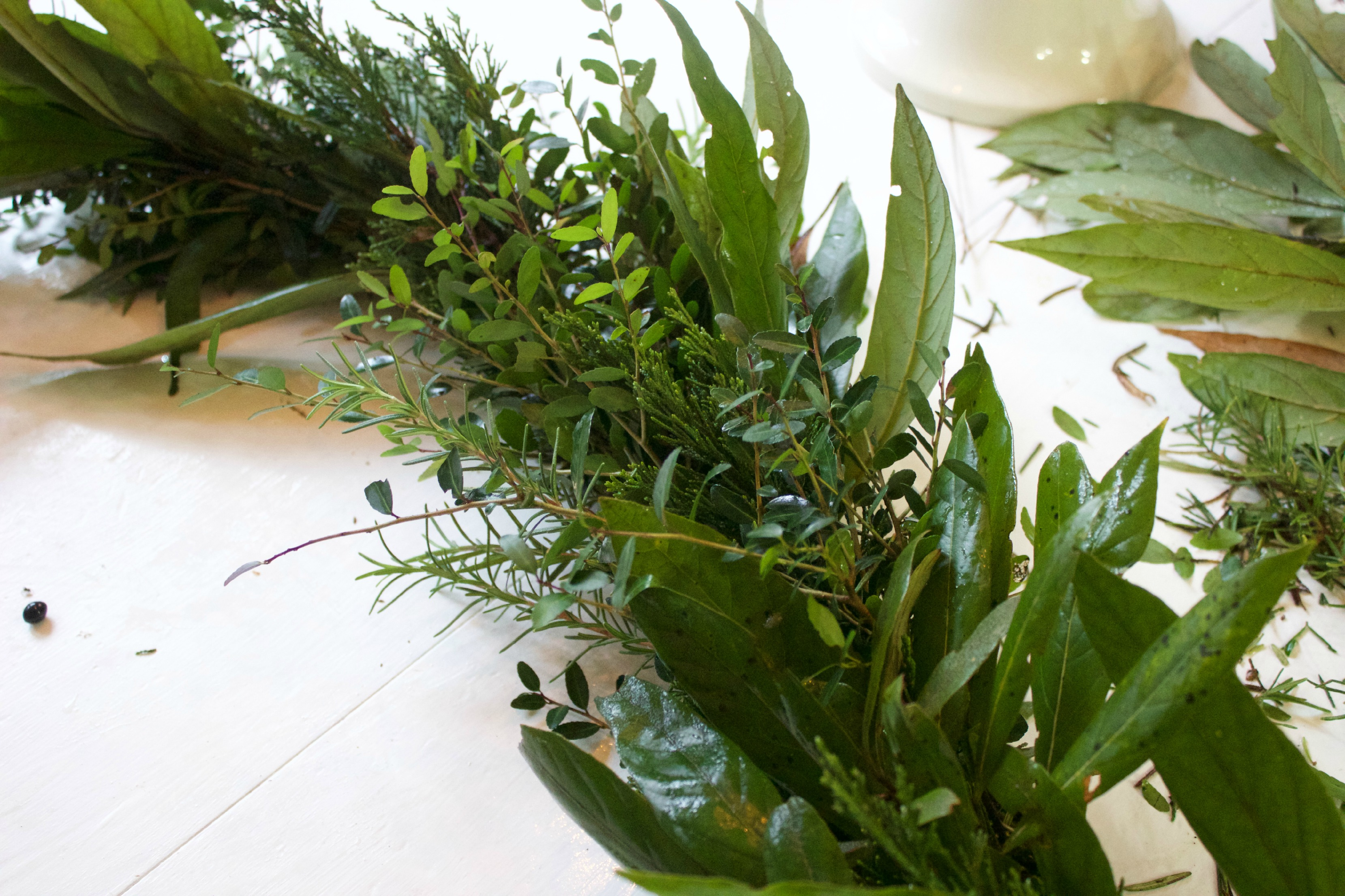 Evergreen Garland Leaves | The Everyday Home | www.everydayhomeblog.com