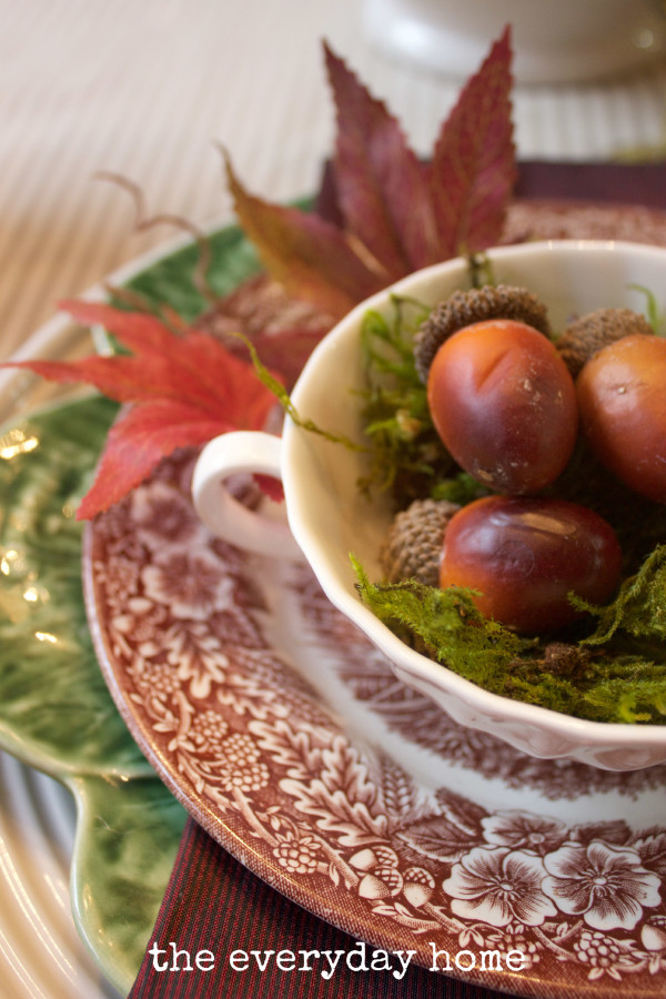 Fall Placesetting with Acorns The Everyday Home www.everydayhomeblog.com