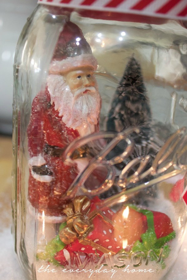 How to Make a Santa Snow Globe | The Everyday Home Blog | www.everydayhomeblog.com