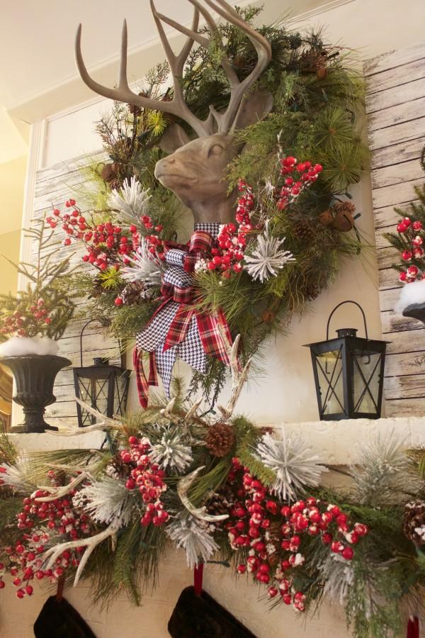 Traditional Red Christmas Mantel | The Everyday Home | www.everydayhomeblog.com