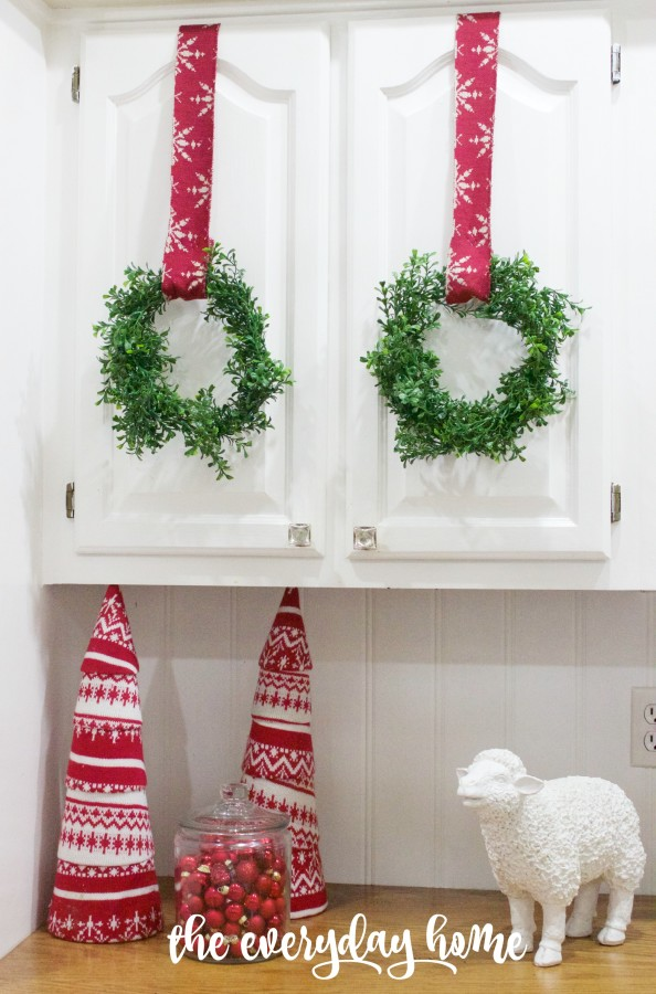 Making Mini Faux Boxwood Wreaths | The Everyday Home | www.everydayhomeblog.com