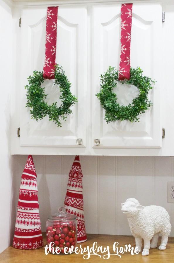 Making Mini Faux Boxwood Wreaths | The Everyday Home | www.everydayhomeblog.com