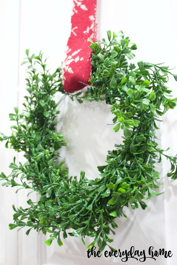 Mini Boxwood Wreaths | The Everyday Home Blog | www.everydayhomeblog.com