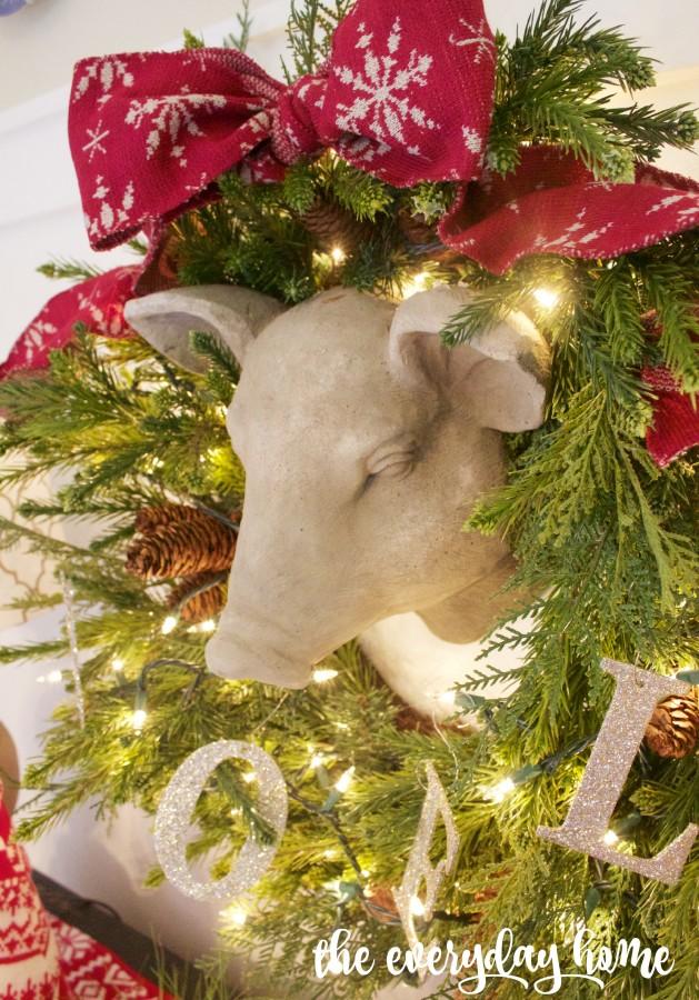 Farmhouse Pig with Wreath Surround   The Everyday Home   www.everydayhomeblog.com