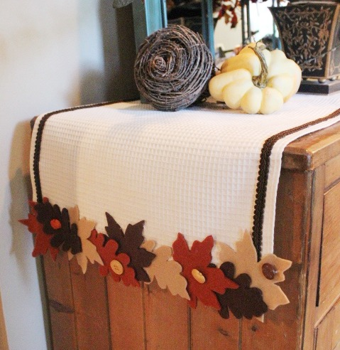 No Sew Fall Leave Runner | The Everyday Home | www.everydayhomeblog.com