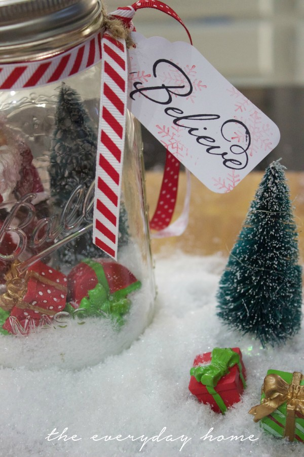 Snow Globe Mason Jar | The Everyday Home | www.everydayhomeblog.com