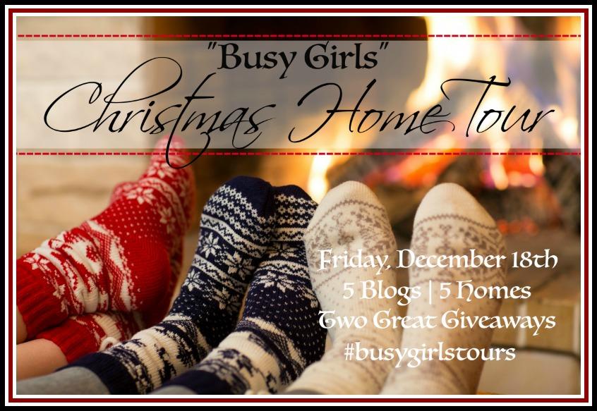 """""""Busy Girls"""" Christmas Home Tour   The Everyday Home   www.everydayhomeblog.com"""