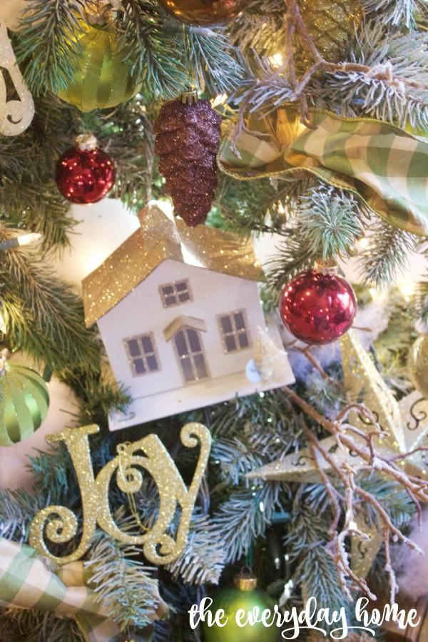 Christmas House Ornaments   2015 Christmas Home Tour   The Everyday Home   www.everydayhomeblog.com