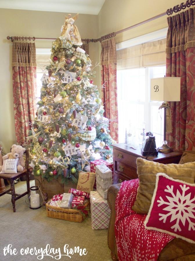 Christmas House Tree   2015 Christmas Home Tour   The Everyday Home   www.everydayhomeblog.com