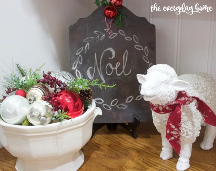 Christmas Sheep Vignette   2015 Christmas Home Tour   The Everyday Home   www.everydayhomeblog.com